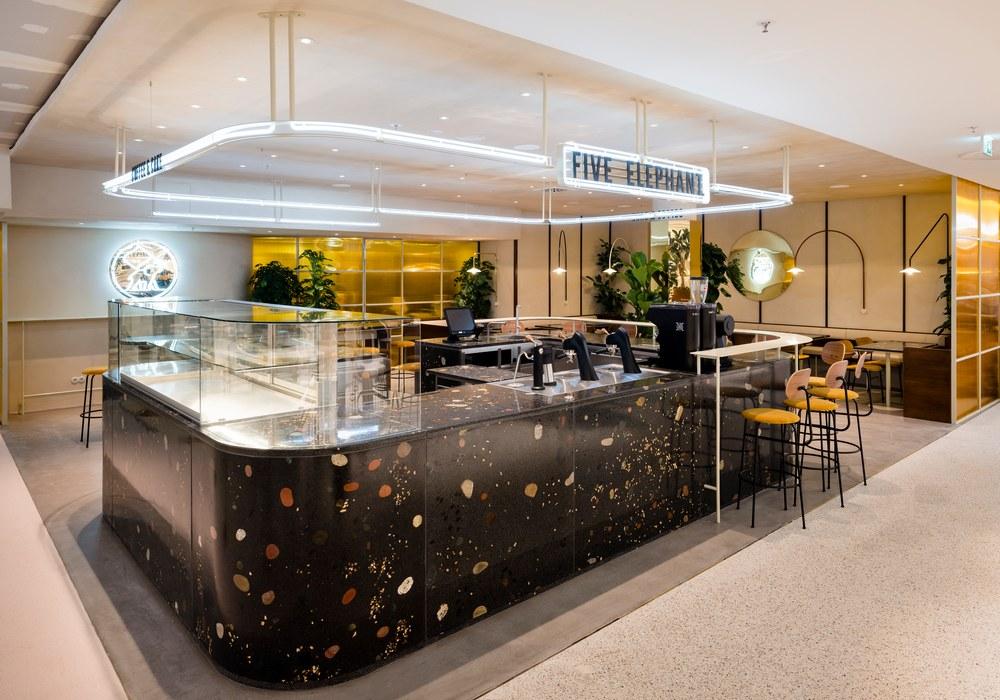 Five Elephant Coffeeshop im KaDeWe mit dunklem Terrazzo-Beton